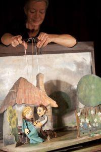 RAPUNZEL Marionettentheater nach dem Märchen der Brüder Grimm für Kinder ab 4 Jahre Es spielt Marcella von Jan (Foto: Stephan Walzl)