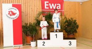 Offene Karate-Landesmeisterschaft in Thüringen 1. Paula Kühn und 2. Nele Beisig (Foto: Sakura)