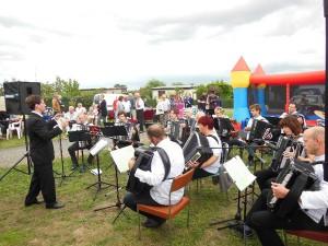 Blasmusiker spielen zum 40 Jährigen Jubiläum auf (Foto: Klaus Engelmann)