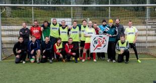 Teilnehmer des Weihnachtsfußballs in der Altenburger Skatbank-Arena. (Foto: Torsten Rist)