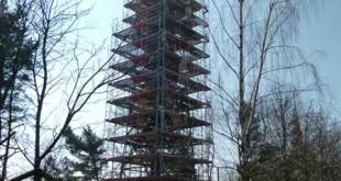 Ernst-Agnes-Turm von Kopf bis Fuß eingerüstet (Foto: Jana Hiller Mitarbeiterin Hauptamt/Öffentlichkeitsarbeit)
