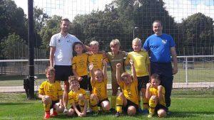 Die Mannschaft der F- Junioren mit ihren Trainern (Foto: SV Motor Altenburg)