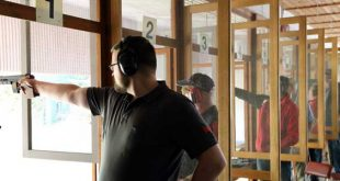 René Michel von der SG Schmölln mit der Sportpistole – am Ende wurde er zweifacher Vizemeister. (Foto: Erik Müller)