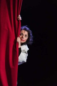 Piaf - La vie en rose Ballett von Silvana Schröder mit Musik von Edith Piaf und Zeitgenossen Uraufführung: Die Sängerin Vasiliki Roussi (Edith Piaf) (Foto: Sabina Sabovic)
