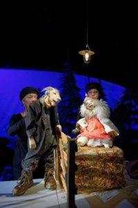 Ein Schaf fürs Leben Puppentheater nach dem Kinderbuch von Maritgen Matter und Anke Faust Premiere im Puppentheater Gera: 29.11.2015 Es spielen Marcella von Jan (Wolf) und Lys Schubert (Schaf) (Foto: Sabina Sabovic)