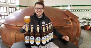 """Bastian Leikeim, Geschäftsführer der Altenburger Brauerei präsentiert die Neue Bierspezialität bei der Altenburger Brauerei, Die Sonderedition """"Pale Ale"""" (Foto: markenzeichen)"""