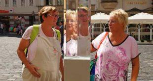 Yvonne Albrecht (links) und Kerstin Haferung sehen sich in der Prismensäule. (Foto: Ronny Seifarth)