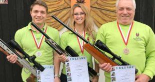Bronze, Silber und Gold - Thomas Fischer, Nadine Wrba und Bernd Albrecht (v.l.) vom SV Barbarossa mischen auf Landesebene mit. (Foto: Verein)