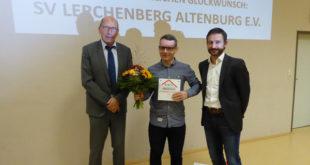 Erstes Kinderschutzsiegel für Verein überreicht v.l. Rolf Beilschmidt, Florian Voos und Ulf Schnerrer (Foto: Anja-Maria Leibold - KSB)