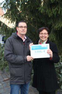 Übergabe Lottomittel an den SV Lerchenberg v.l. Torsten Rist und Heike Taubert (Foto: SV Lerchenberg)