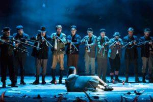 DER FREISCHÜTZ  Oper von Carl Maria von Weber Anne Preuß (Agathe) Herren des Opernchores (Foto: Sabina Sabovic;)