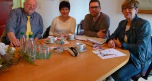v.l.v.r. Friedrich Nölle (Vorsitzender, Verein definetz. e. V.), Bruni Martin (Assistentin des Vorstandes definetz. e. V.), Bürgermeister Sven Schrade, Ute Lukasch (Vorsitzende Sozialausschuss) (Foto: Stadtverwaltung Schmölln)