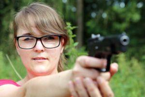 Katharina Dorn vom Altenburger SV Barbarossa holte in der Disziplin 9mm-Pistole bei den Damen souverän Silber (Foto: Erik Müller
