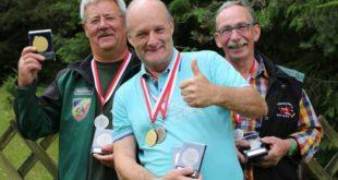 Medaillenregen für die alten Hasen – das Team der NSG Schmölln hat auch in diesem Jahr in Suhl abgeräumt (Andreas Fuchs, Gerd Hänschen und Dietrich Bubinger v.l.) (Foto: Erik Müller)