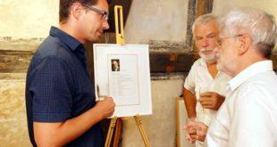 Zur gut besuchten Vernissage kamen auch Familienmitglieder und Altenburgs Oberbürgermeister André Neumann. (Foto: Ronny Seifarth)