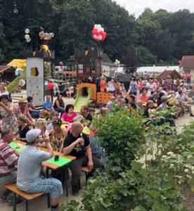 90iger Jahre Party zum 25jährigen Trägerjubiläum (Foto: Cornelia Sachsenröder)