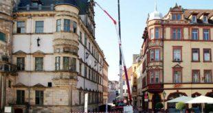 Am Dienstag dieser Woche reckten in der Moritzstraße zwei Kräne ihre Arme in luftige Höhen. (Foto: Ronny Seifarth)