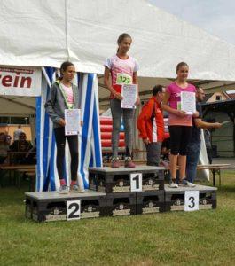 Siegerehrung AK u14 v.l. Mohamend Malak, Lilly Teichert und Katarina Koch (alle SV Lerchenberg) (Foto: Ronny Koch)