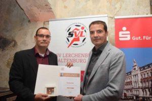 GutsMuths-Ehrenplakette für den SVL-Vorsitzenden - v.l. Torsten Rist und Dr. Hendrik Baum (Foto: Ulrike Haberkorn)