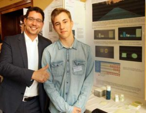 Oberbürgermeister André Neumann zusammen mit Preisträger Rudi Hänsch vom Friedrichgymnasium.(Bild5) (Foto: Ronny Seifarth)