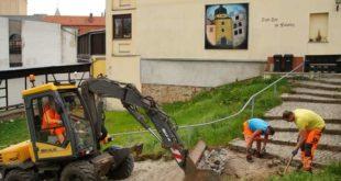 Bei den Arbeiten am so genannten Malzberg kommt schweres Gerät zum Einsatz. (Foto: Ronny Seifarth)