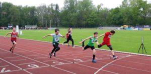 Lennox Heilmann (rotes Hemd) beim Sprintfinale 75 m (Foto: Andreas Prautsch)