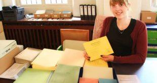 """Nora Busch, Studentin """"Public Management"""", ist zur Zeit im Praktikum in der Stadtverwaltung und im Briefwahllokal eingesetzt. (Foto: Silke Arnold)"""