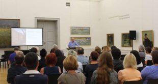 Der Regionale Fachtag Bildung und Kultur 2019 begann mit einem Impulsreferat von Dr. Roland Krischke, Direktor des Lindenau-Museums. (Foto: Landratsamt, Luise Ehrhardt)