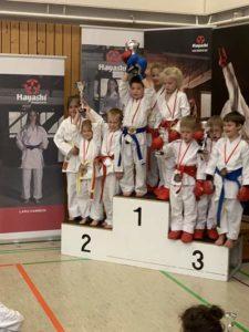 Platz 2 Vizelandesmeister Kata-Team vlnr Richter, Steidtmann, Köhler (Foto: Sakura)