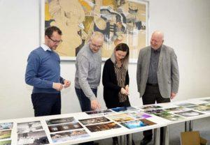 Die Jurymitglieder (von links) Tino Scharschmidt, Sven Vollert, Lisa Piller und Manfred Reitzig sichteten insgesamt 79 Fotografien. (Foto: Ronny Seifarth)