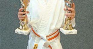 Juline Steidtmann gewann ihren Kata- und ihren Kumiteausscheid und wurde so zweifache Mitteldeutsche Meisterin (Foto: Sakura)