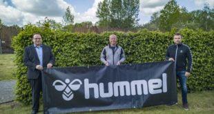 hummel bleibt exklusiver Ausrüster des ZFC Meuselwitz - Hubert Wolf, Andreas Karczmarczyk, Lutz Rosenkranz (von links nach rechts) - Foto:(ZFC Meuselwitz)