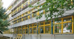 An der Altenburger Bonhoeffer-Schule werden die Fenster erneuert. (Foto: Ronny Seifarth)