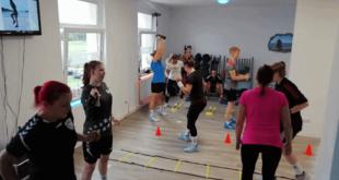 Die Mannschaft hält sich fit bei einer gemeinsamen Sport-Einheit im Re-Fit-Studio in der Leipziger Straße (Foto: Verein)