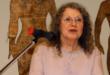 """Edith Altman bei der Eröffnung ihrer Ausstellung """"Six Million Almonds"""" im Lindenau-Museum Altenburg, 2003, (Foto: Jens Paul Taubert)"""