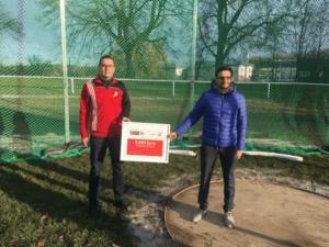 Wurfanlage wurde übergeben. v.l. Torsten Rist und Thomas Eifert (Foto: Ulf Schnerrer)